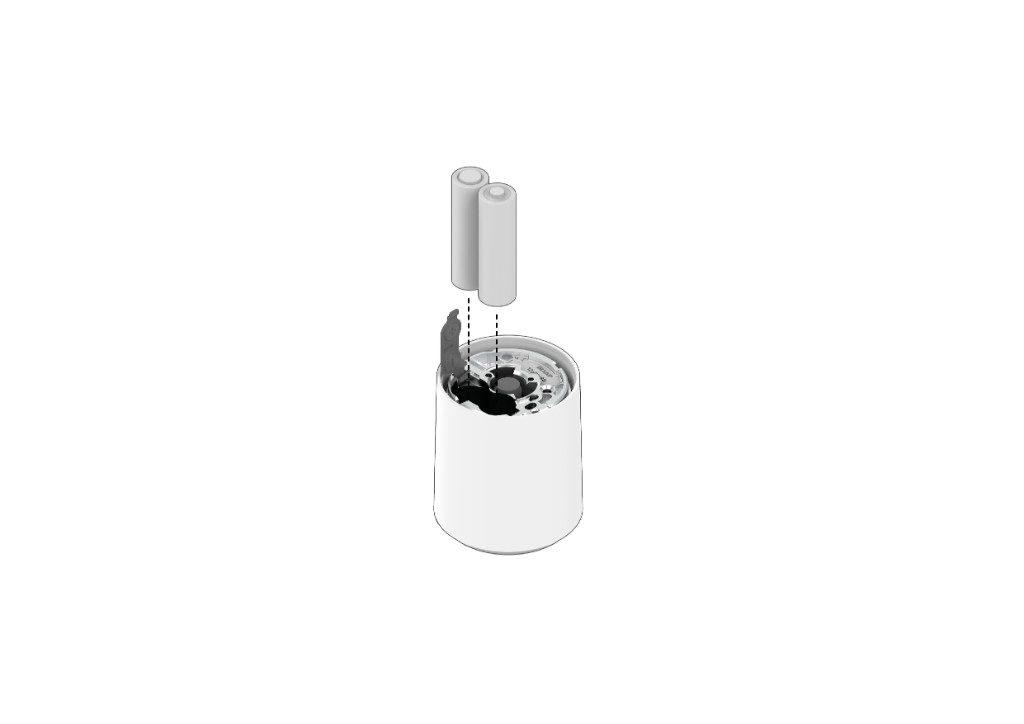 Abra la pestaña de metal en la parte posterior del dispositivo deslizándola e inserte las baterías que están dentro del paquete, luego cierre la pestaña